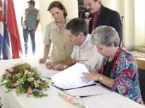 Firma del hermanamiento con plaza la revolucion Cuba año 2004